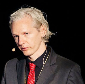 Julian_Assange_20091117_Copenhagen_1_cropped_to_shoulders