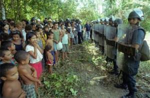 campesinos_colombia_y_policia