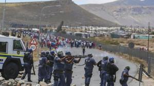 detenidos-protestas-trabajadores-granjas-Sudafrica_TINIMA20130109_0673_3
