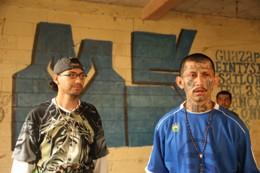 Dionisio Arístides Umanzor (alias El Sirra) y Carlos Tiberio Ramírez (alias Snyder), cabecillas de la Mara Salvatrucha, purgan penas por homicidio en la cárcel de Ciudad Barrios