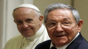 Cuban President Raul Castro (R) smiles as he meets Pope Francis during a private audience at the Vatican May 10, 2015. Pope Francis, who helped broker a historic thaw between the United States and Cuba, held talks with Cuban President Raul Castro on Sunday ahead of the pontiff's trip to both countries in September. REUTERS/Gregorio Borgia/pool
