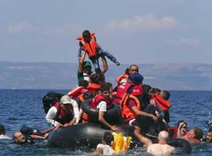 migrantes en salvavidas