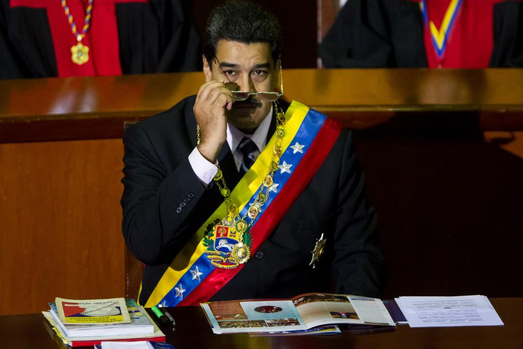 CAR01. CARACAS (VENEZUELA), 29/01/2016.- El mandatario de Venezuela, Nicolás Maduro, participa en el acto que da inicio al año judicial venezolano hoy, viernes 29 de enero de 2016, en la ciudad de Caracas (Venezuela). Maduro preside la apertura del año judicial en el que se presentará el informe de gestión del Poder Judicial del último año. EFE/MIGUEL GUTIERREZ