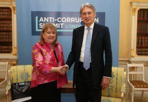 Malcorra y Hammond, canciller británico