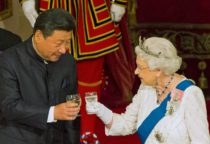 Chinese President Xi Jinping with Queen Elizabeth II at a state banquet at Buckingham Palace, London, during the first day of his state visit to Britain. Tuesday October 20, 2015. REUTERS/Dominic Lipinski/Pool