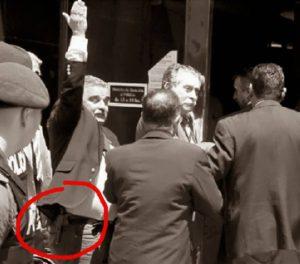 El mayor Mangini se exhibió armado ante una sede penal en 2007. En 1973 había asesinado con la JUP a Rodriguez Muela. Crimen impune.
