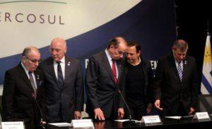 """Otra infamia consumada: suspenden a Venezuela del Mercosur por """"tiempo indefinido"""""""